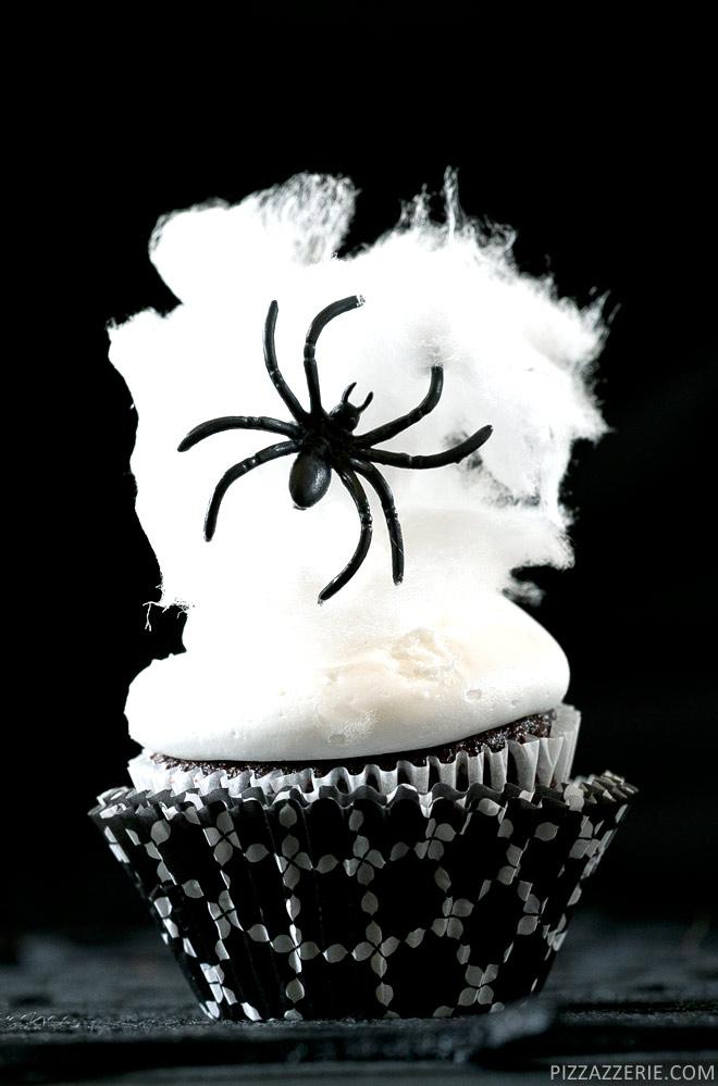 Pizzazzerie-Spider-Web-Cupcakes_2r