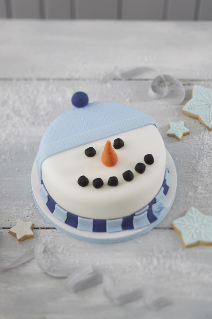 snowman Christmas cake