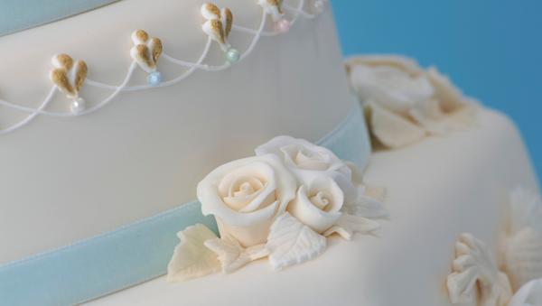 Renshaw-Coronation-Cake-fleur