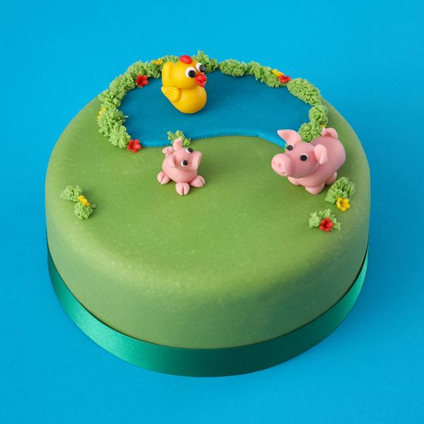 Renshaw-Halloween-Cakes-Farmyard-Cake