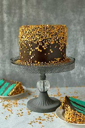 Simple sparkles chocolate cake decorating idea