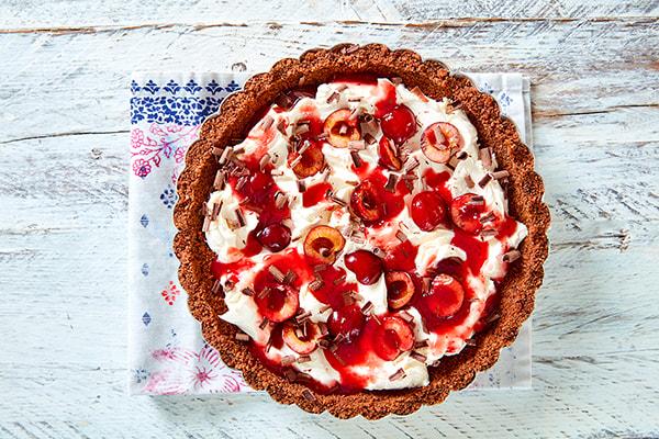 Picota cherry and chocolate cheesecake tart