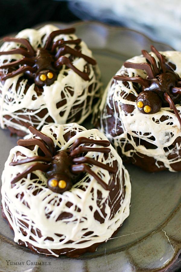 chocolate-spider-next-bundt-cakes-2