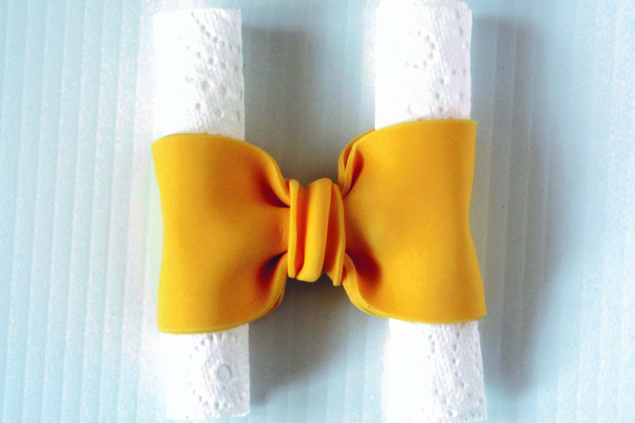 How to make a fondant bow: large bow and ribbon