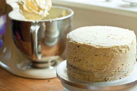 crumb coating cake 458