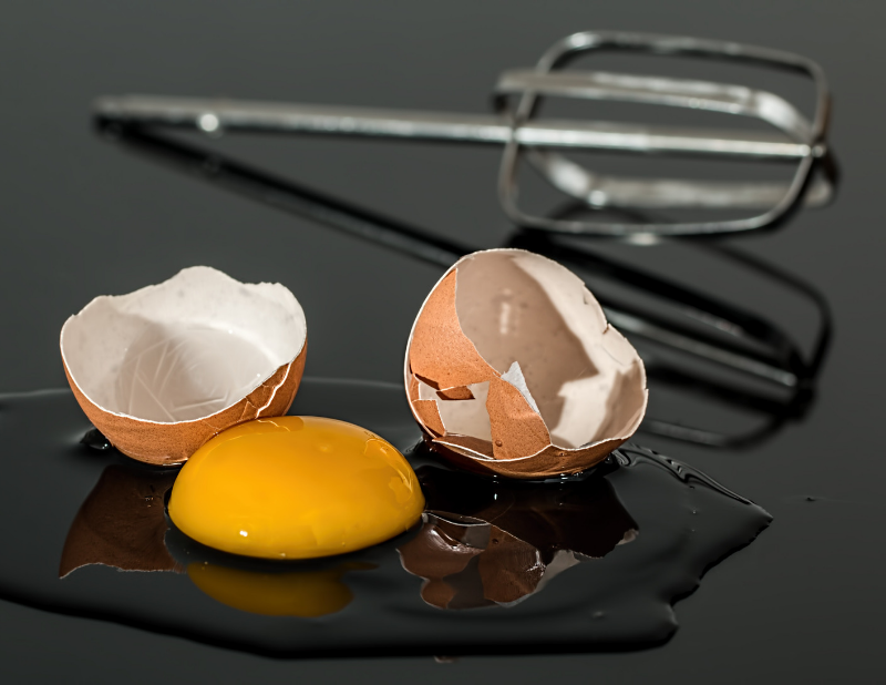 Egg and whisk