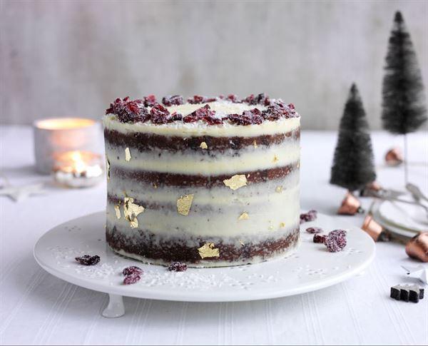 Festive gingerbread cake