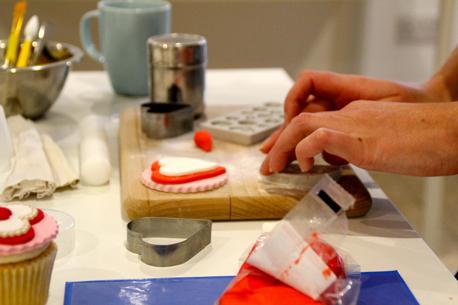 making simple cupcake 2
