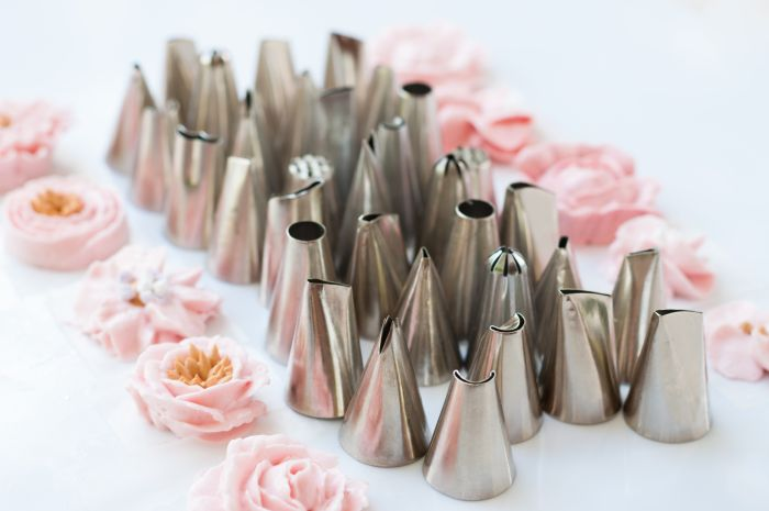 Cake icing nozzles