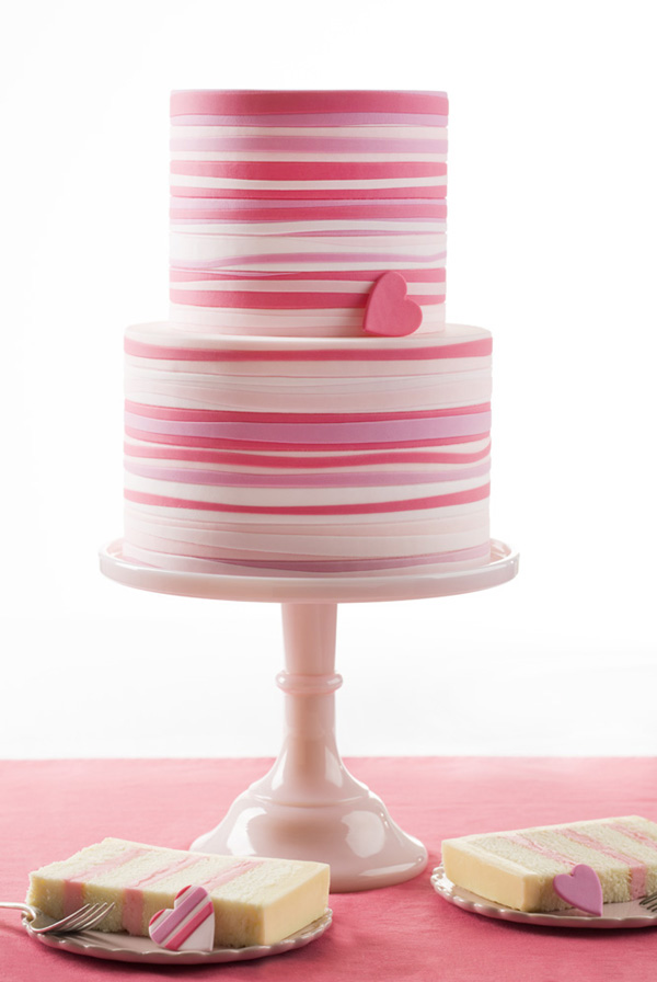 pink_striped_heart_cake1