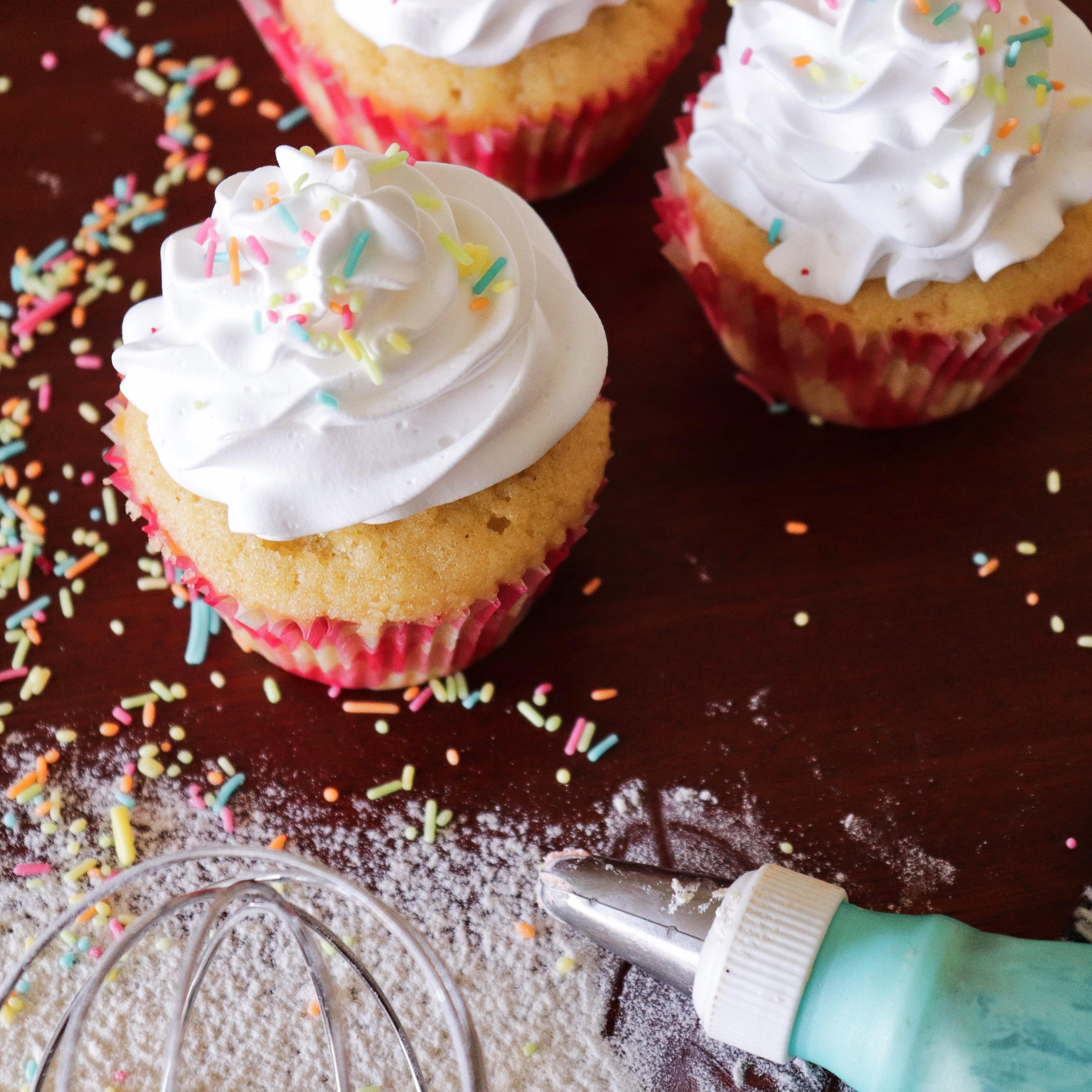 piping cake