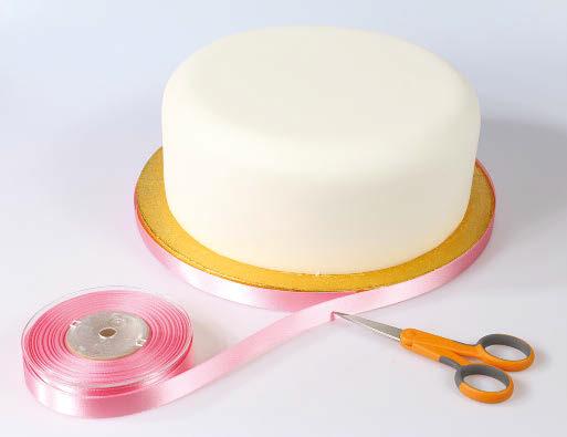 Ribbon on cake board 1