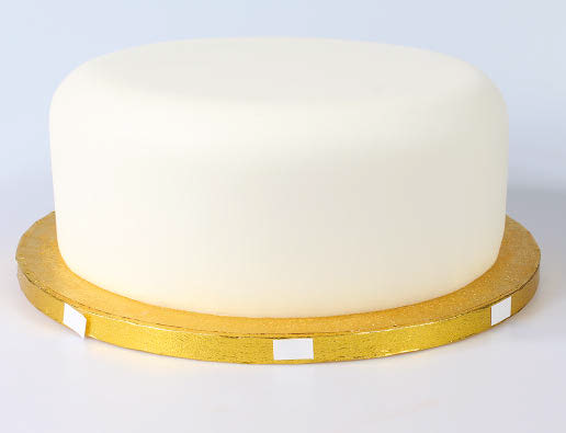 Ribbon on cake board 2