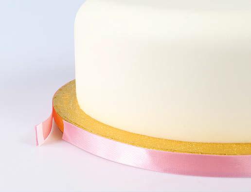 Ribbon on cake board 4