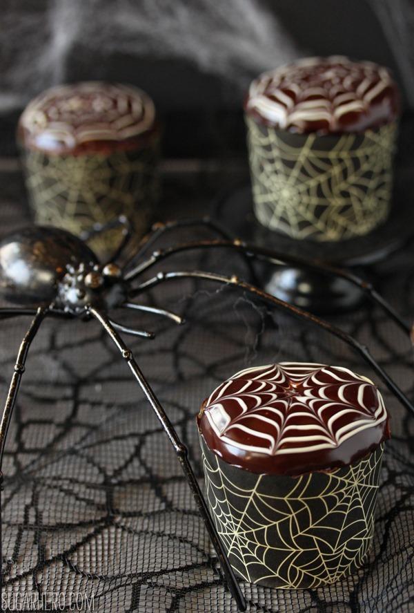 spiderweb-cupcakes-4
