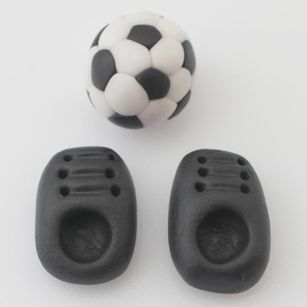 sugarpaste-football-and-football-boots