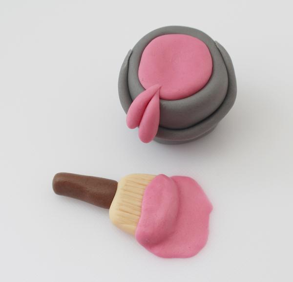 sugarpaste-paint-pot-and-paintbrush