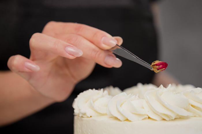Cake decorating tweezers