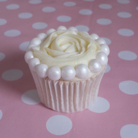 vintage pearl cupcakes 458