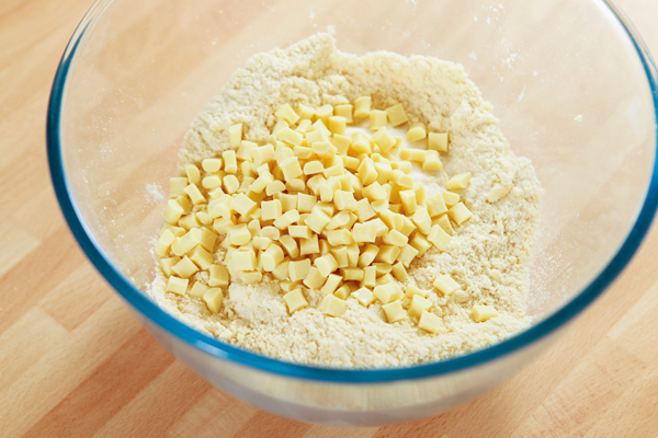 white-chocolate-pieces-in-scone-mix