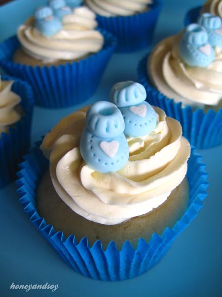 white-velvet-cupcakes babies