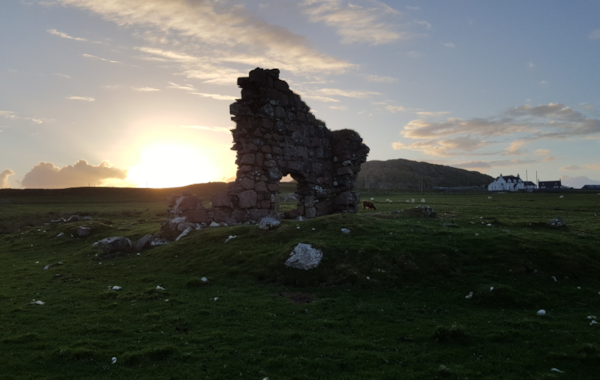'Bishop's-House'-ruin-Iona-in-the-sunset-22191.jpg