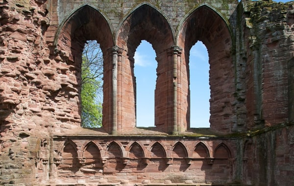 1024px-Arbroath_Abbey_-_view_of_choir-69098.jpg