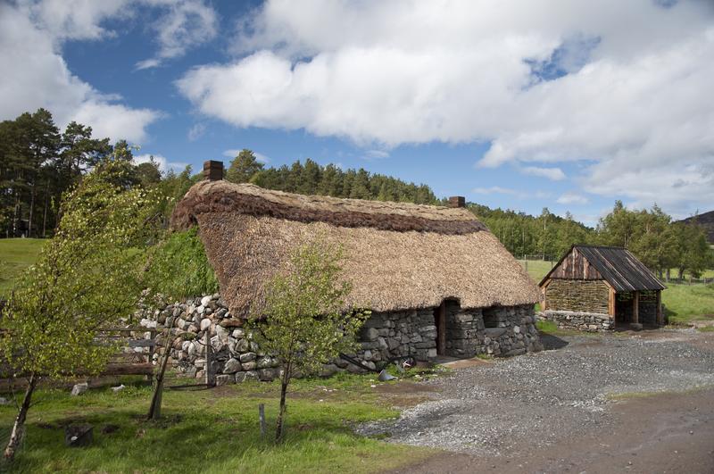 800px-2011_Schotland_Highland_Folk_Museum_-_Highland_cottage_28-05-2011_16-51-43-97342.png