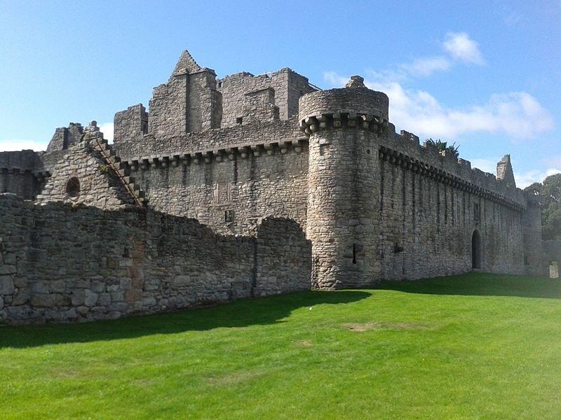 800px-Craigmillar_castle-52035.jpg