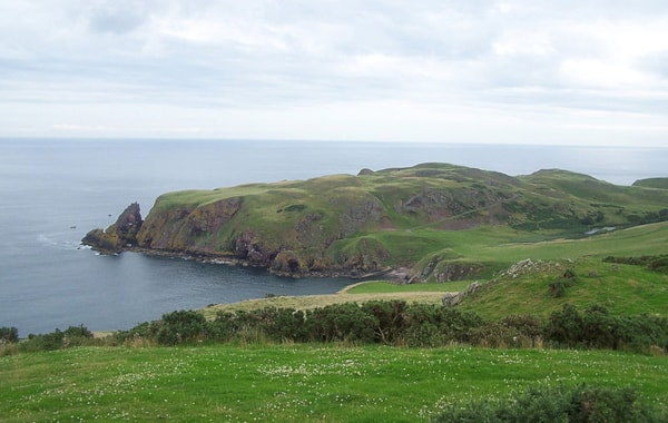 800px-St_Abbs_Head_from_the_NW-96485.jpg