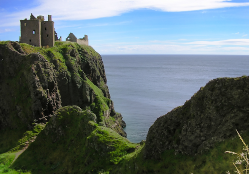 Castle_on_the_hill-54694.jpg