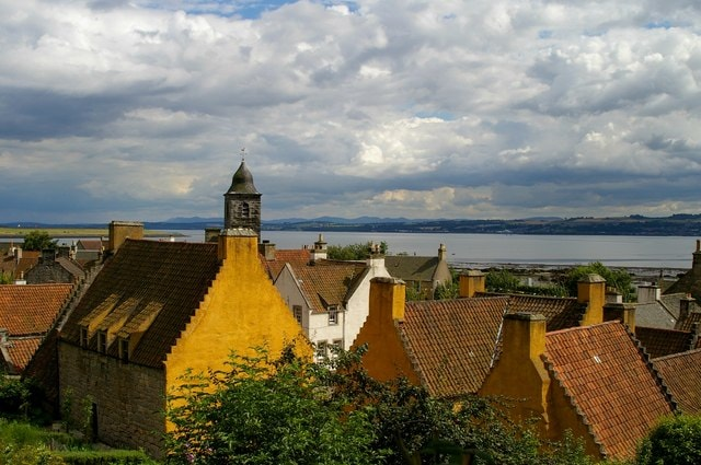 Culross_Palace_and_town_-_geograph.org.uk_-_696931-00359.jpg