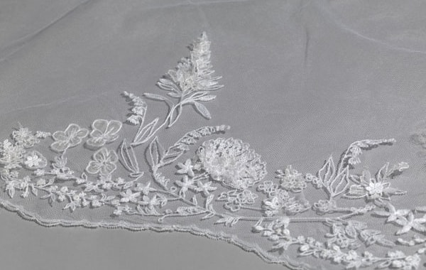 Detail-of-the-wedding-veil-of-The-Duchess-of-Sussex-(1)-22417.jpg