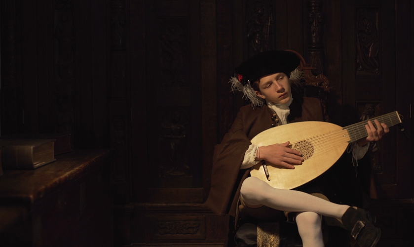 Euan-playing-lute-33692.png