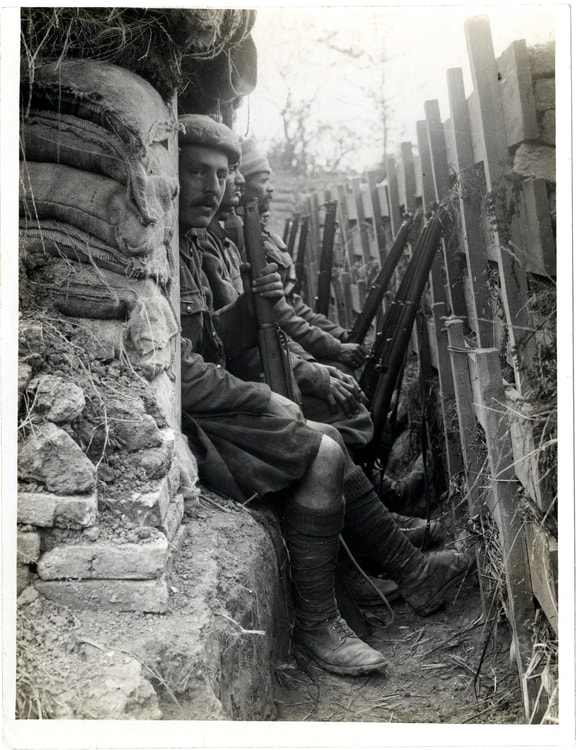 Highlanders_and_Dogras_in_a_trench_with_dugouts_Fauquissart,_France_(Photo_24-294)-(1)-35130.jpg