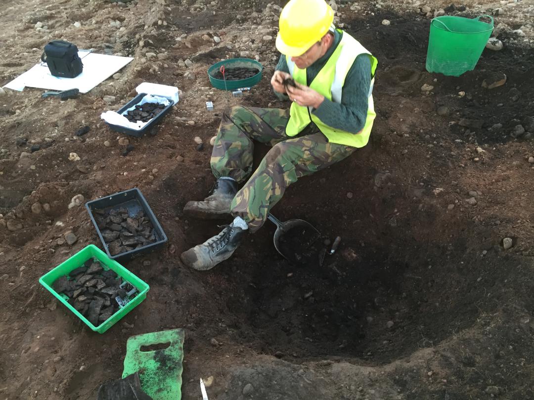 Kirkton-of-Fetteresso4-Excavation-of-Neolithic-Pit-92014.JPG