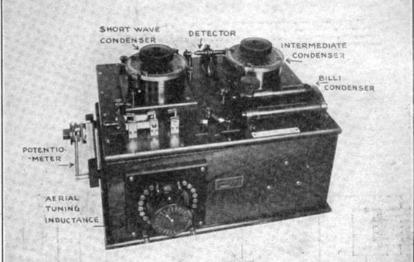 Marconi_crystal_radio_receiver-63177.jpg