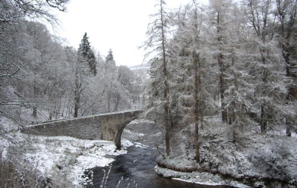 Poldullie_Bridge_-_geograph.org.uk_-_1067343-51492.jpg