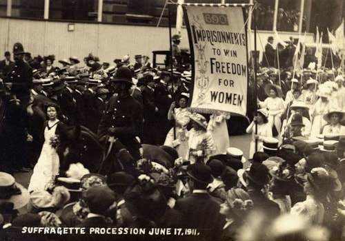 Suffragette_Procession,_1911._(22923470965)-47693.jpg