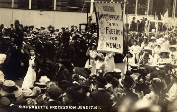 Suffragette_Procession,_1911._(22923470965)-47693.jpg