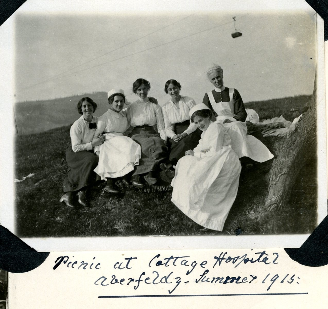 picnic-for-nursing-staff-at-aberfeldy-cottage-hosp-and-aberfeldy-red-cross-VAD-hospital-summer-1915-25867.jpg