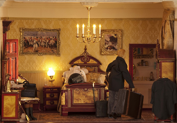 032-Featherstone-Hall-Hotel-valet-unpacking