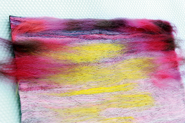Lighter shades of wool top fibres at the centre
