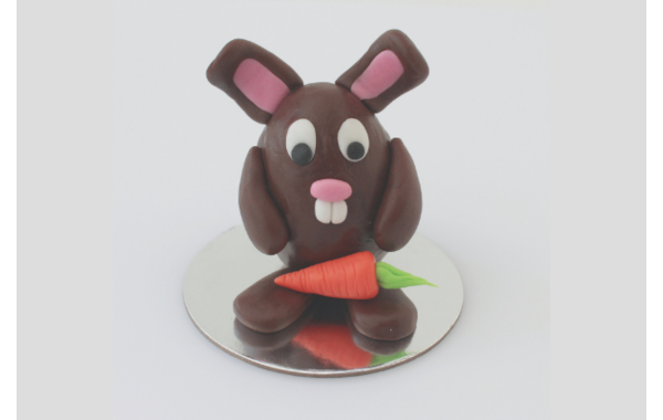 Fondant bunny with carrot
