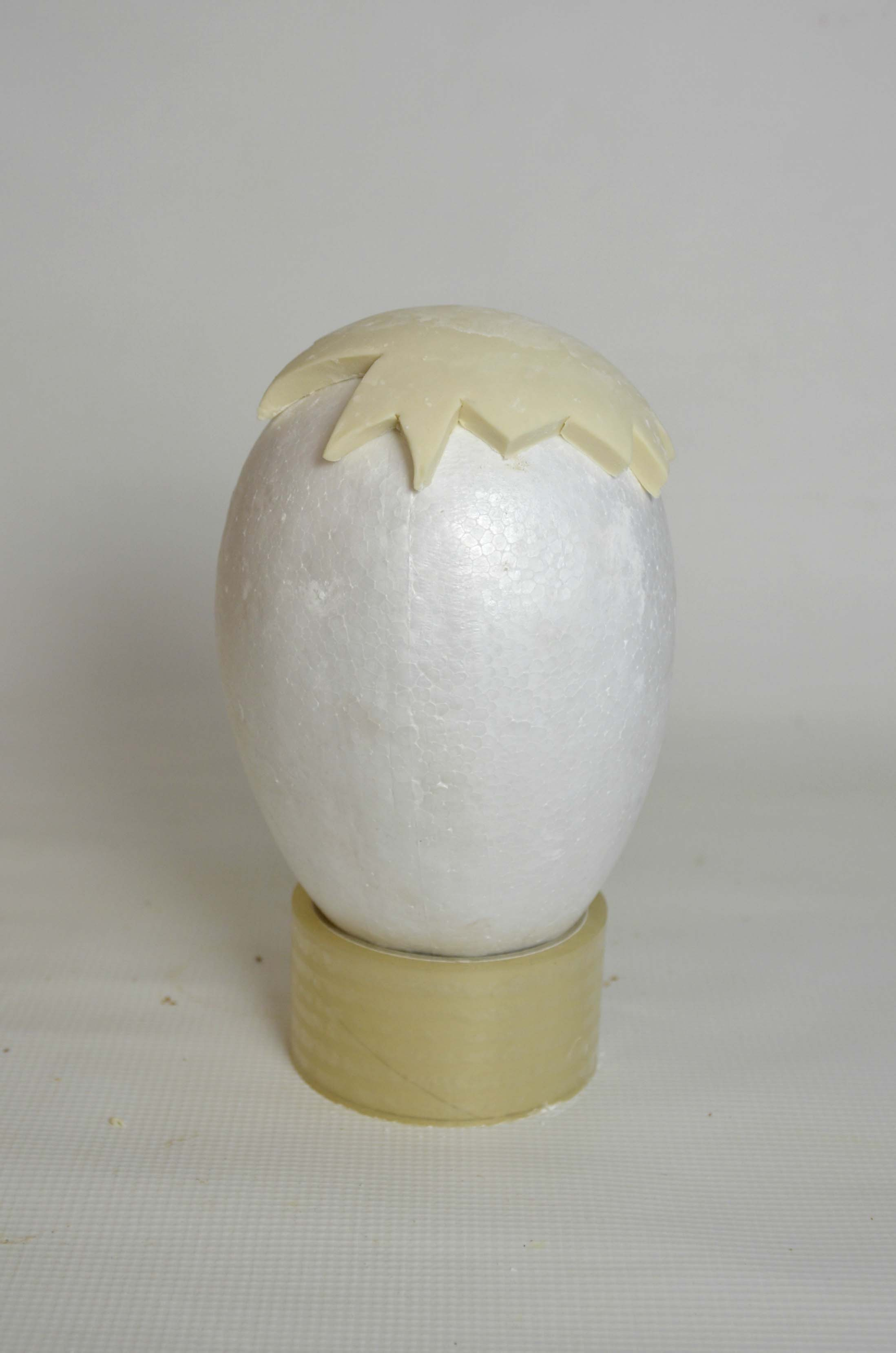 Sugarpaste lid drying on polystyrene egg