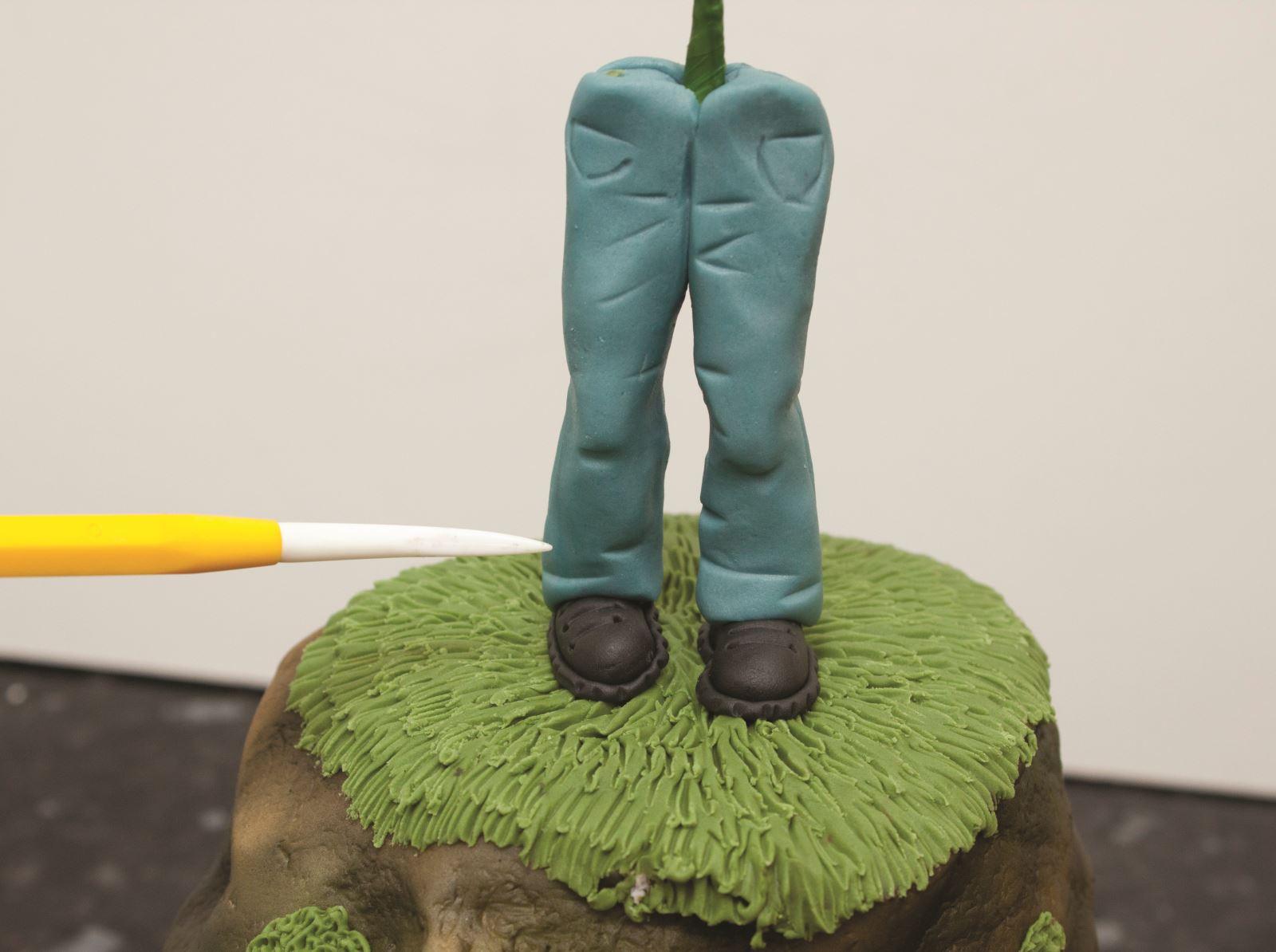 Zombie cake step 16