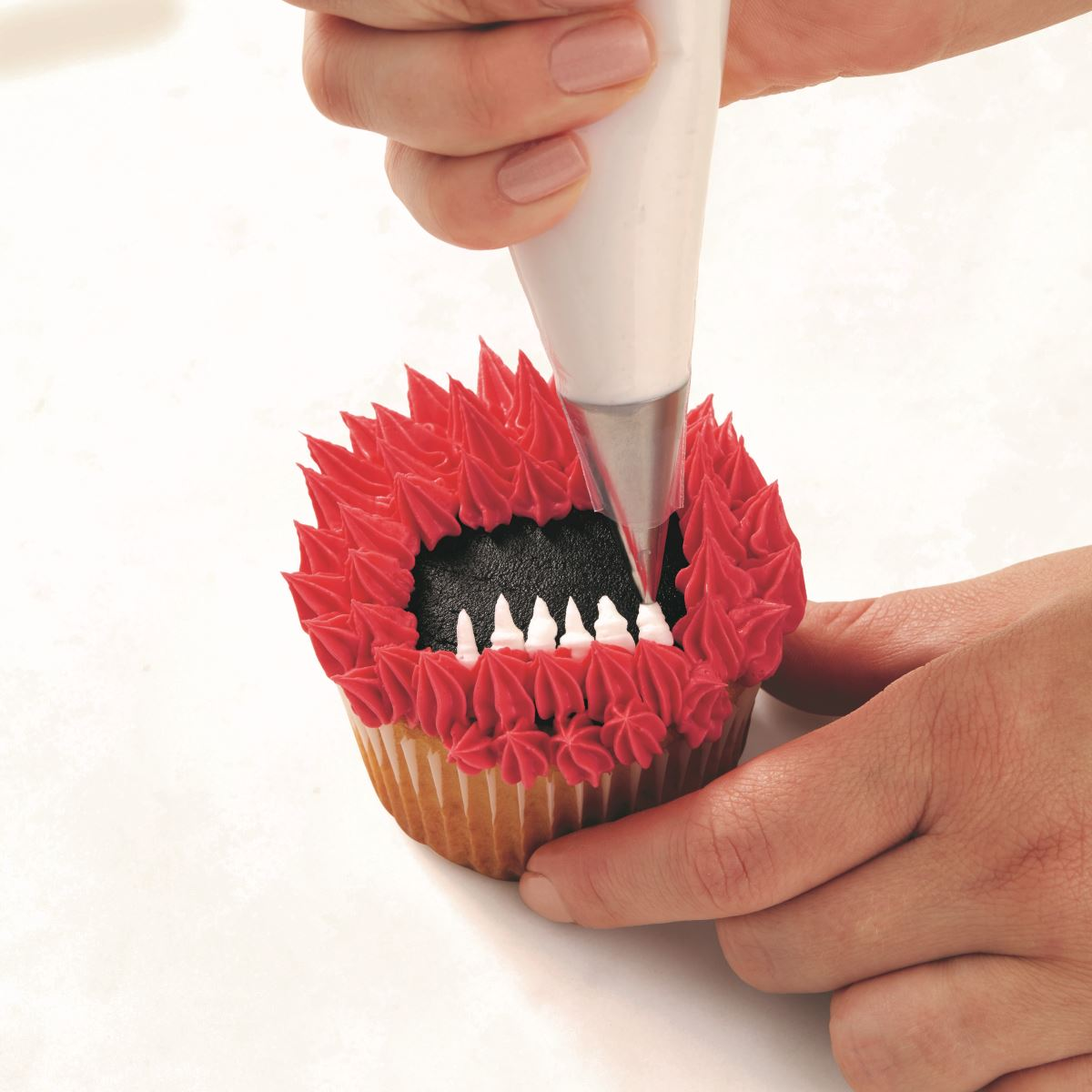 PINK ONE-EYED MONSTER CUPCAKE step 3