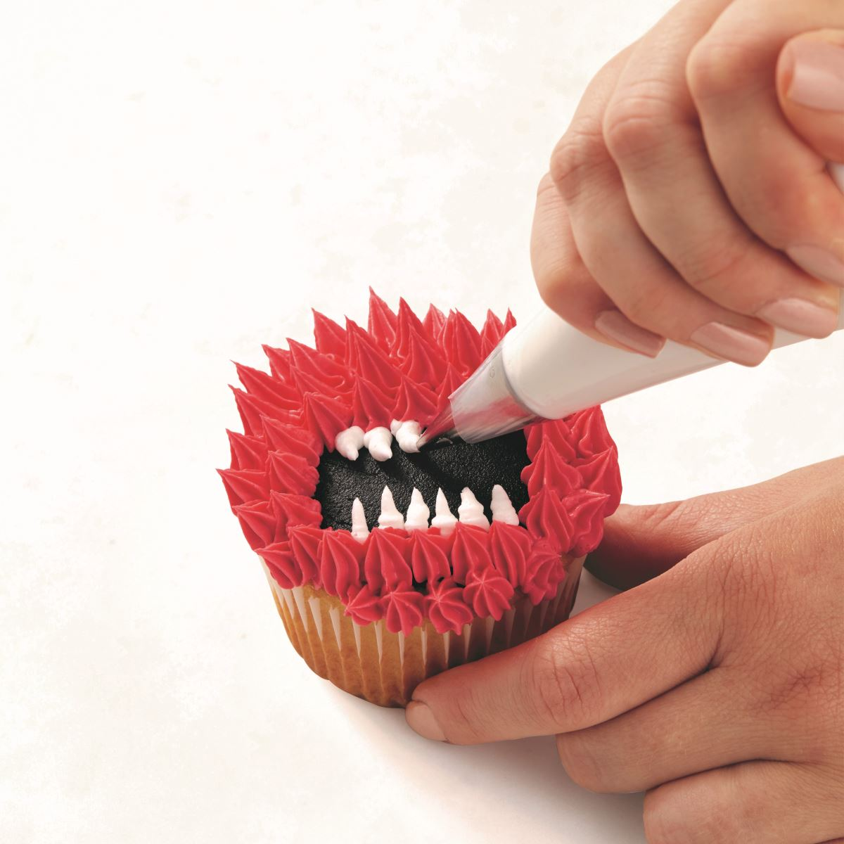 PINK ONE-EYED MONSTER CUPCAKE step 4