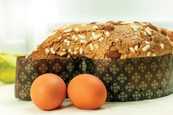 Colomba di Pasqua with eggs
