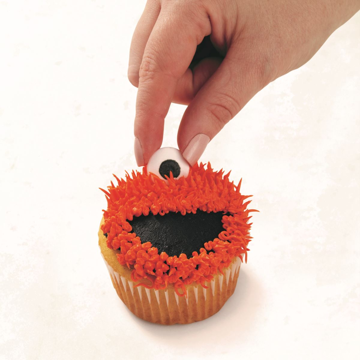 ORANGE ONE-EYED MONSTER CUPCAKE step 4